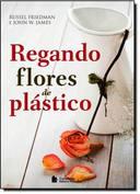 Regando Flores de Plastico